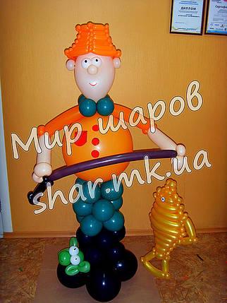 Рыбак с золотой рыбкой из шаров, фото 2