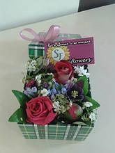 Цветы в подарочной коробке
