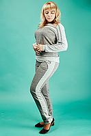 Стильный женский спортивный костюм с высокой посадкой брюк
