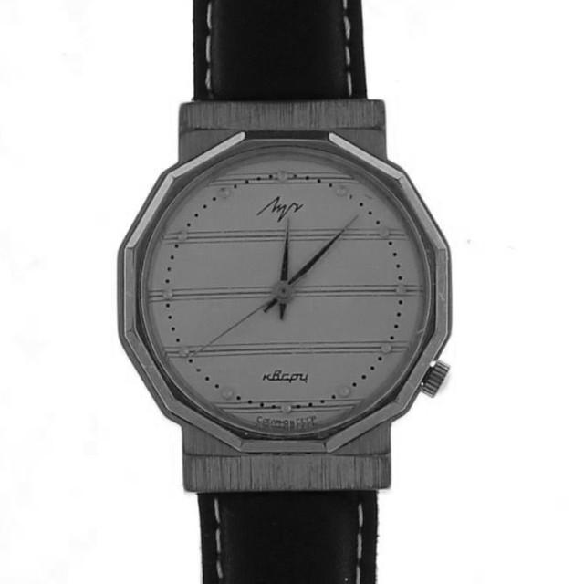 """""""Луч кварцевые часы (не требующие ежедневного ручного завода)."""""""