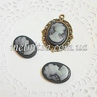 Камея, 18х13мм,  серая на черном фоне