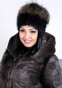 Жіноча хутрова шапка з єнота