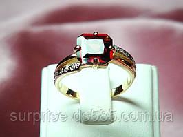 Кольцо золотое с гранатом 585 пробы в бело-красном золоте