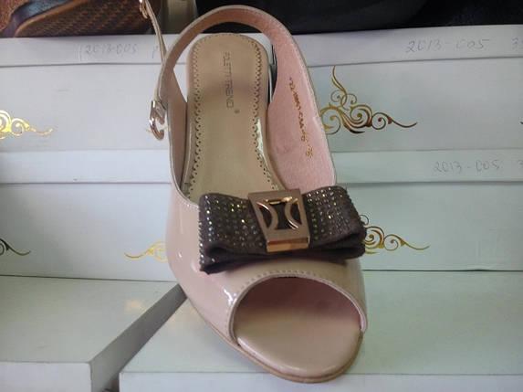cec9c96c2909cb Элегантные женские босоножки на каблуке из натуральной лаковой кожи беж. ТМ  FOLETTI
