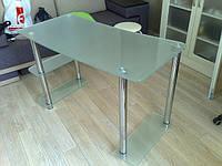 Компьютерный стол из матового стекла