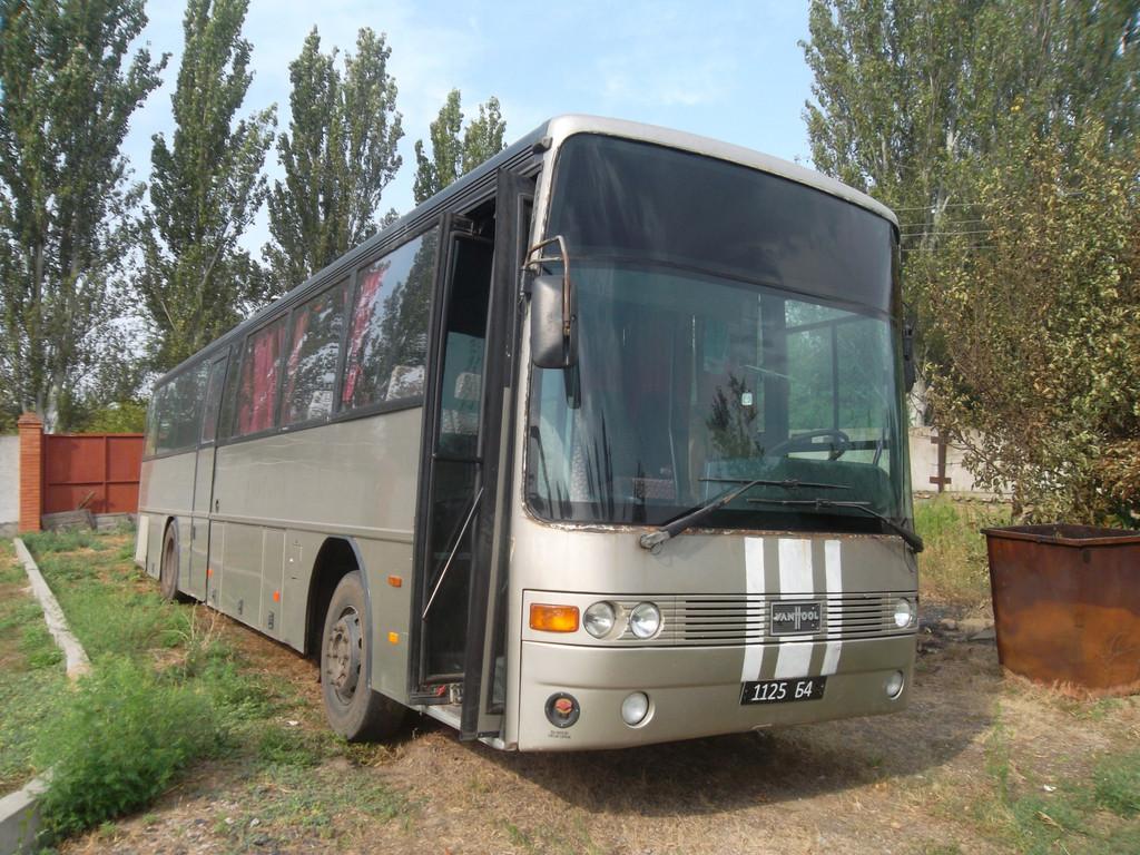 Замена лобового стекла на автобусе Van Hool