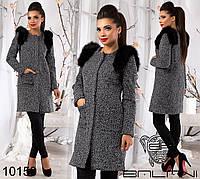 Элегантное женское  пальто с натуральным мех на плечах, рукава съемные.