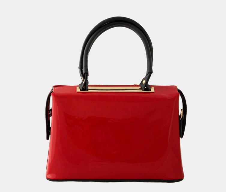 красная лаковая сумка