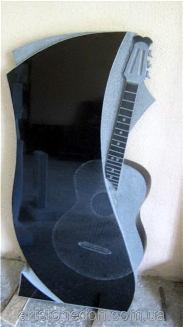 Памятник в форме гитары