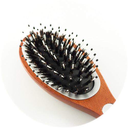 комбинированые массажные зубчики и штучный на массажной расческе