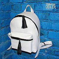Белый рюкзак с черной фурнитурой