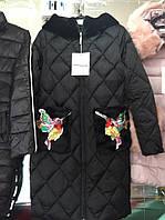 Зимние пальто с вышитыми калибри на карманах