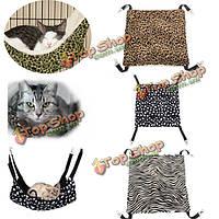 Комфортно теплый большой домашний кот висит кровать животное котенок площадка