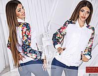 Стильная женская демисезонная курточка с цветочным принтом на рукавах и карманах, белая