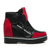 Дизайнерские ботинки женские на танкетке черные с красными вставками