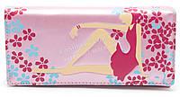 Женский оригинальный кошелек с цветным принтом с девушкой светло сиреневого цвета art. девушка сидит