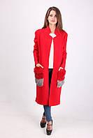 Яркое женское пальто с оригинальными карманами