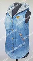 Стильная джинсовая женская жилетка на утеплителе