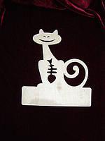 Кот со скелетом