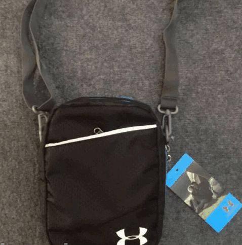 Удобная спортивная сумка мессенджер через плечо Under Armour 161, черный