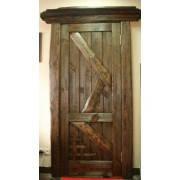 Деревянные двери под старину из массива сосны от производителя