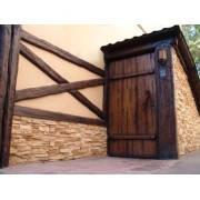 Входные двери из массива сосны ручной работы