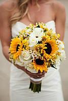 Свадебный букет с розой и подсолнухами