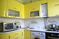 Маленькая угловая кухня с радиусными элементами, фото 1