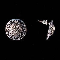 Серьги-пусеты Монетки с ажурным ободком, темные стразы, металл под серебро, 20мм