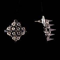 Серьги-пусеты Ромб с шипами и стразами, металл под серебро, 20мм
