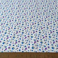 Фланель (байка) с мелкими голубыми и фиолетовыми цветочками на белом фоне