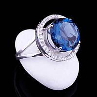 """Женское золотое кольцо с голубым """"лондон"""" топазом и фианитами"""