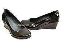 Туфли лаковые женские на танкетке, декорированы замшевой вставкой, фото 1