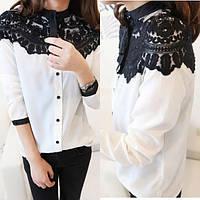 Белая женская блузка с черным кружевом