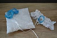 Свадебная подвязка невесты кружевная белая с голубым цветком