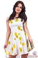 Платье белое с желтыми розами выше колен. Арт-2594/36