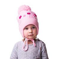 Теплая вязаная детская шапочка на девочку с цветочками и помпоном