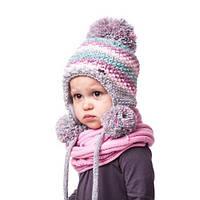 Теплая вязаная детская шапочка на девочку с помпонами