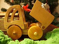 Машинка Самосвал с одкидным кузовом из натуральных материалов