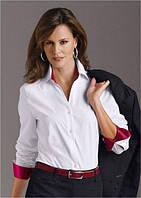 Однотонная блуза с яркими вставками на воротнике и отворотах рукавов