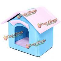 Кота собаки любимчика одной стороне двери дома питомник розовый синий