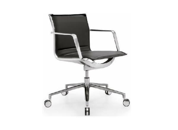 Кресло офисное руководителя низкий кожа газлифт Алюминия