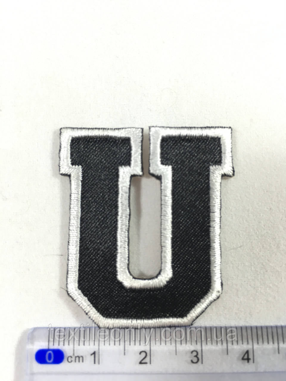 Нашивка буква U колір чорний