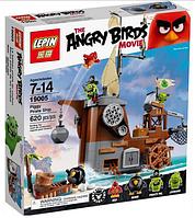"""Конструктор  lepin """"angry birds"""" (копия) 19005 """"пиратский корабль свинок"""" (620 деталей) кк"""