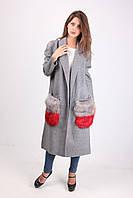 Женское пальто за колено с меховыми накладными карманами