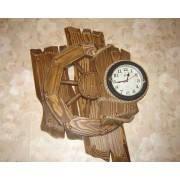 Состаренные часы из натурального дерева под заказ по приемлимым ценам