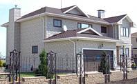 Загородный дом из белого кирпича