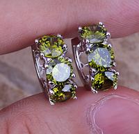 Женские серьги в серебре с зеленым перидотом