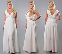 Вечернее белое женское платье в пол с глубоким вырезом