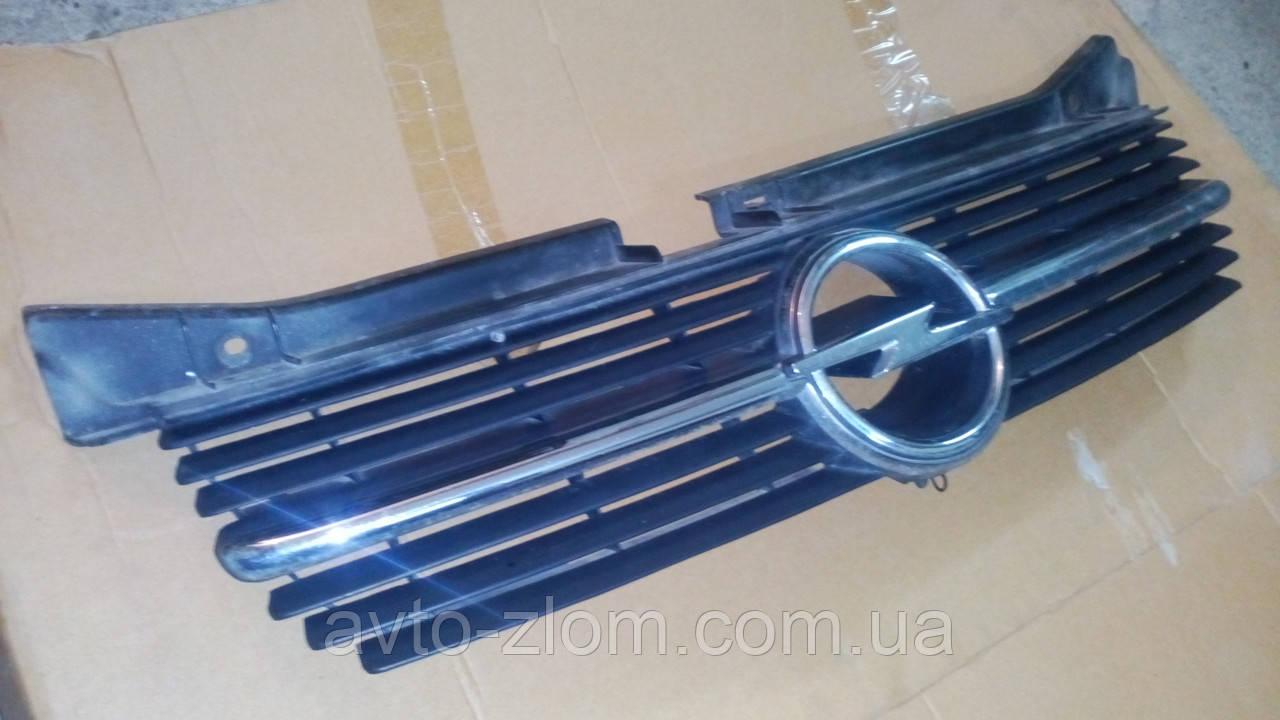 Решетка радиатора Opel Omega B